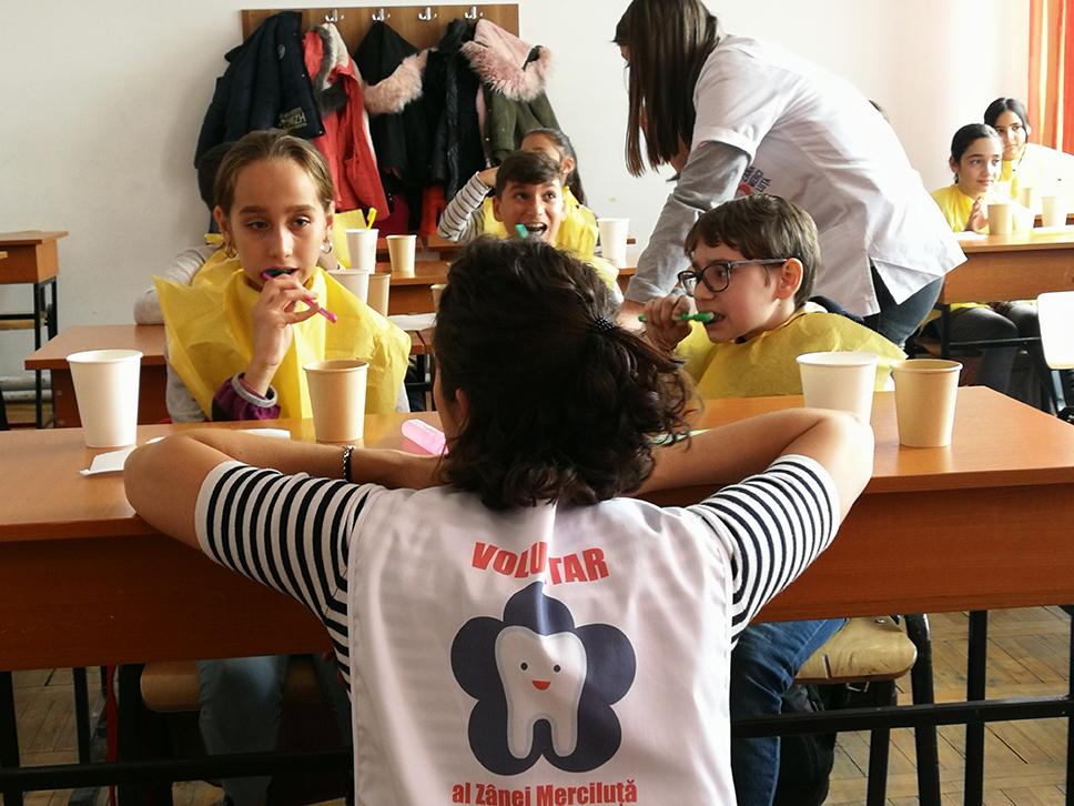 Zâna Merciluță introduce în școli un program de periaj dentar pentru prevenirea cariilor dentare în parteneriat cu Kaufland România