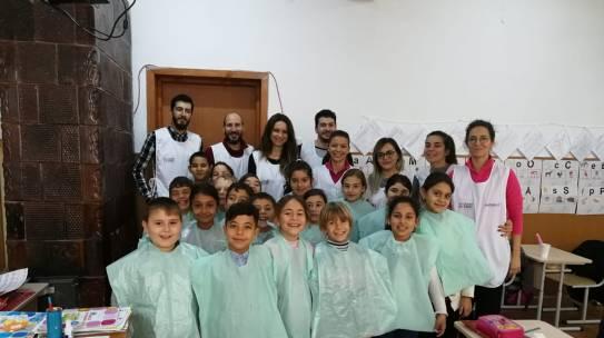 Romaniapozitiva.ro: 500 de copii de la sate și din București vor participa într-un program pilot de periaj dentar