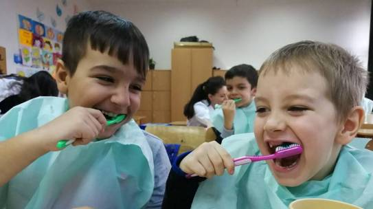 Merci Charity association launched in Romanian schools from rural areas a pilot program for teeth brushing to prevent teeth decay