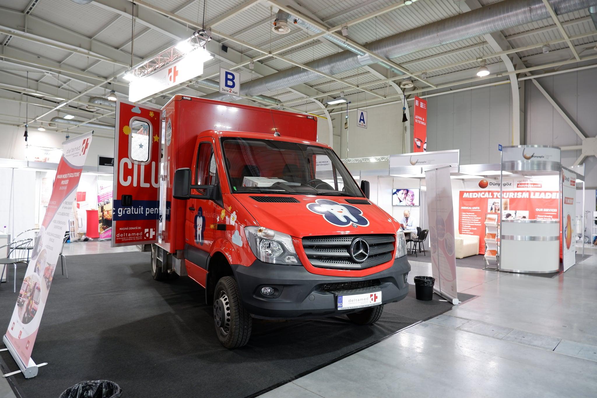 Al doilea cabinet stomatologic mobil al asociației prezentat în cadrul unei expoziții prestigioase la Sofia