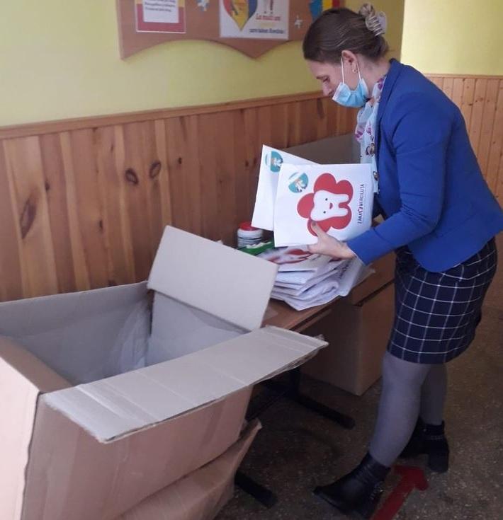 12 Școli din 26 de sate din județele Constanța, Galați și Prahova au fost selectate  pentru a primi gratuit pachete cu produse de igienă